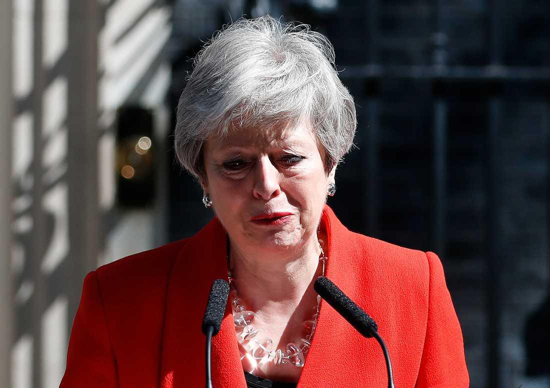 Theresa May avgick som partiledare men har för avsikt att sitta kvar tills en ny premiärminister har godkänts av parlamentet.