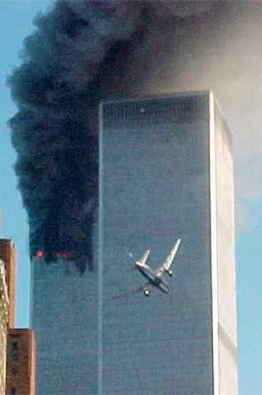 Den 11 september 2001 kapades fyra plan i USA. Två av dem flög rätt in i World Trade Center i New York. Ett krashade i Pentagon. Totalt dödades 2749 personer.