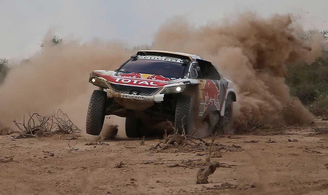 Stephane Peterhansel, 52, jagar sin 14:e seger i Rally Dakar.