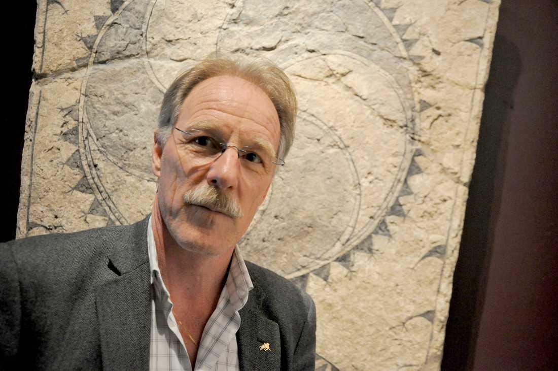 Museichefen Lars Sjösvärd uppger att silverfyndet kan vara över 1000 år gammalt.