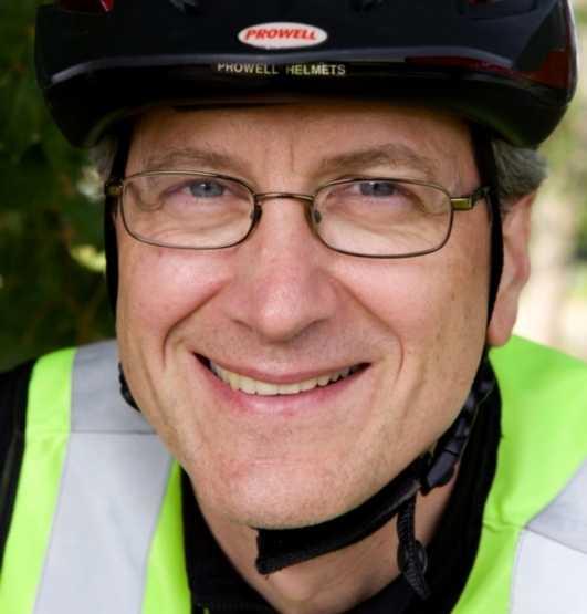 Jan Skopal tycker sig inte ens förlora tid med att ta cykeln i stället för bilen till jobbet.