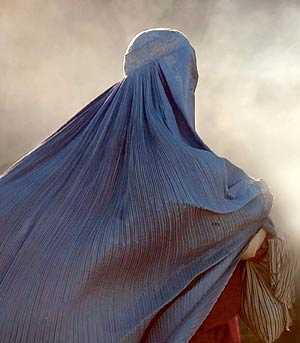 Kvinna i burkha.