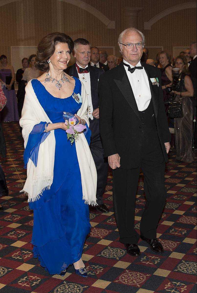 Ska göra som Victoria Enligt en källa till Aftonbladet skulle Madeleine egentligen vilja gifta sig privat, men kungaparet ska ha tvingat på prinsessan offentligheten. Därför blir det ett tv-sänt bröllop på lördag, precis som kronprinsessan Victoria och Daniel hade för tre år sedan.