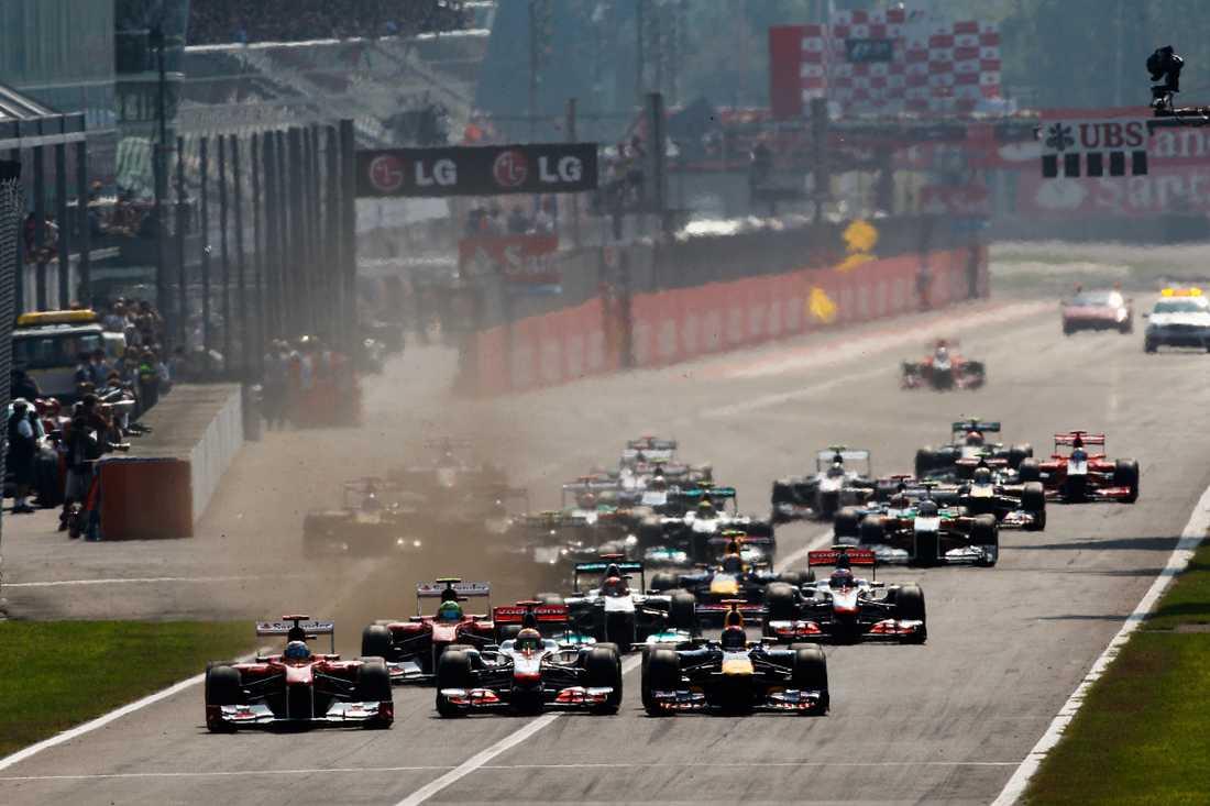 Starten på Monza i Italiens GP, kort efter kom kraschen.