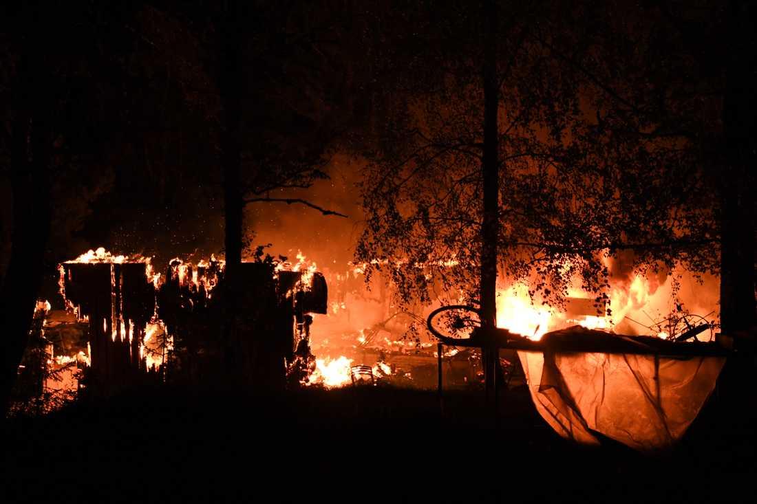 Kraftig villabrand i Nykvarn.