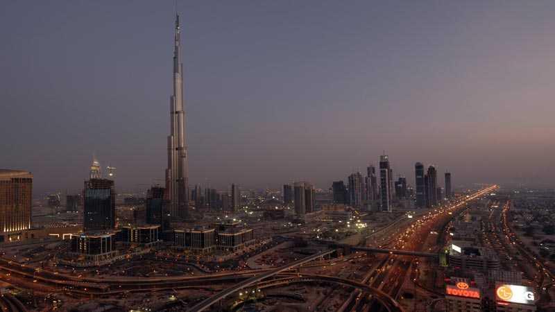 Dubais nya skyline domineras helt av den 818 meter höga skrapan Burj Dubai.