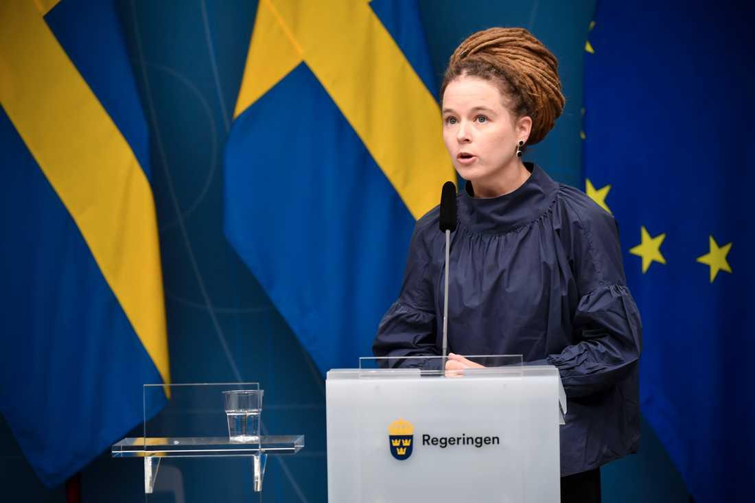 Amanda Lind (MP) , kultur- och demokratiminister samt minister med ansvar för idrottsfrågor, vid fredagens digitala pressträff,