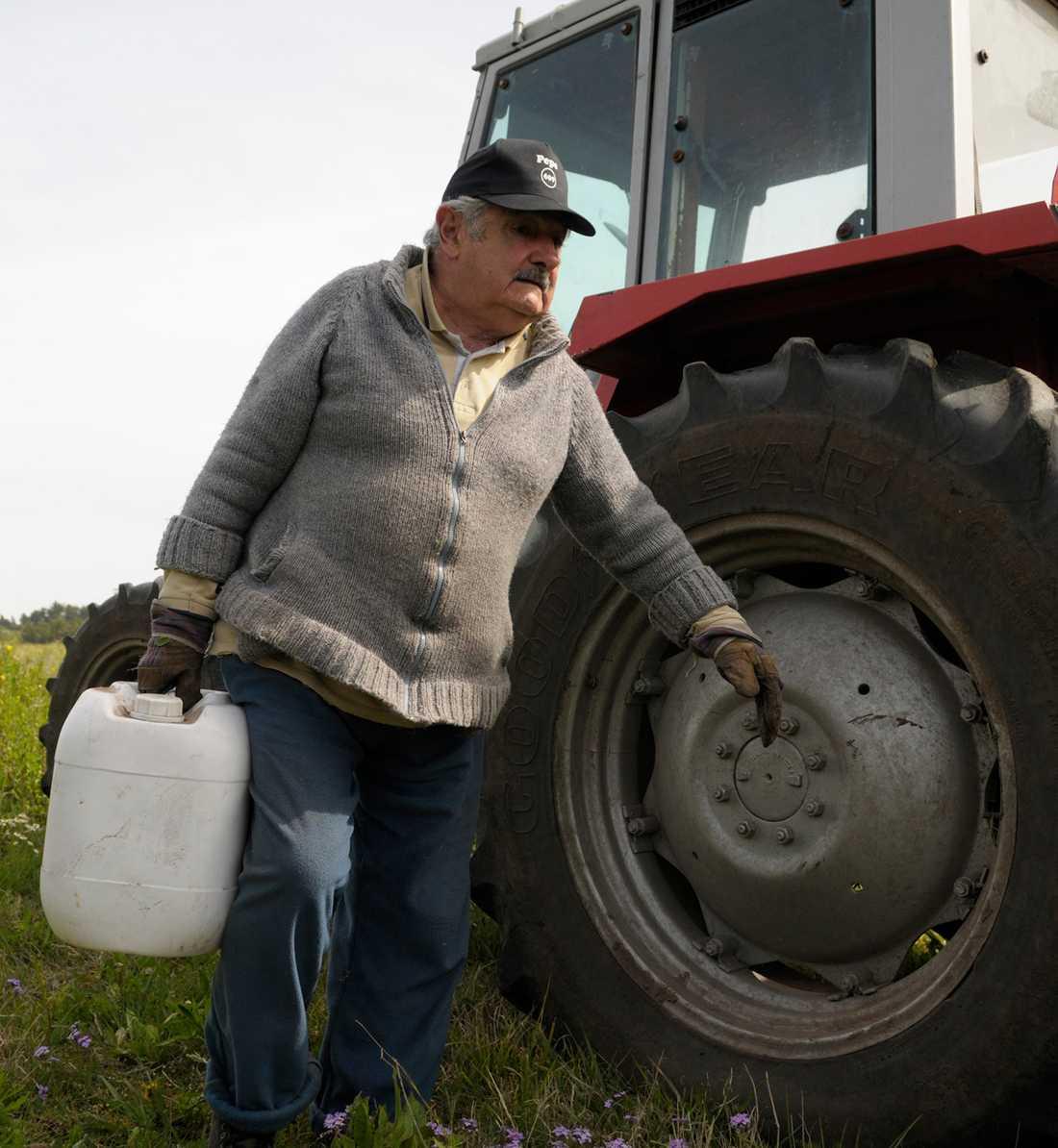 """Mujica brukar kallas """"världens fattigaste president"""". Han skänker bort 90 procent av sin lön till välgörenhet."""