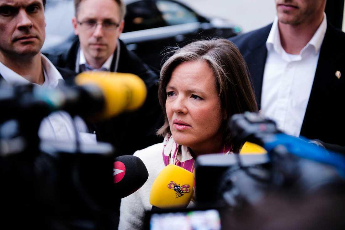 Carin Jämtin anlände till dagens VU-möte på Sveavägen.