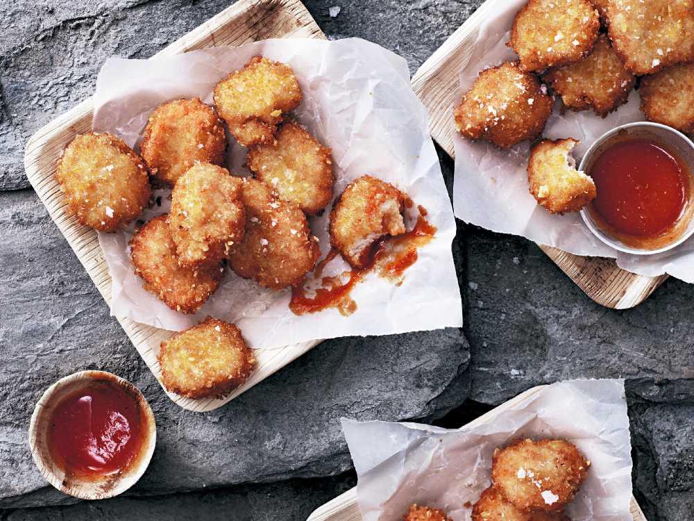 Spröda nuggets kan doppas i ketchup eller chilisås.