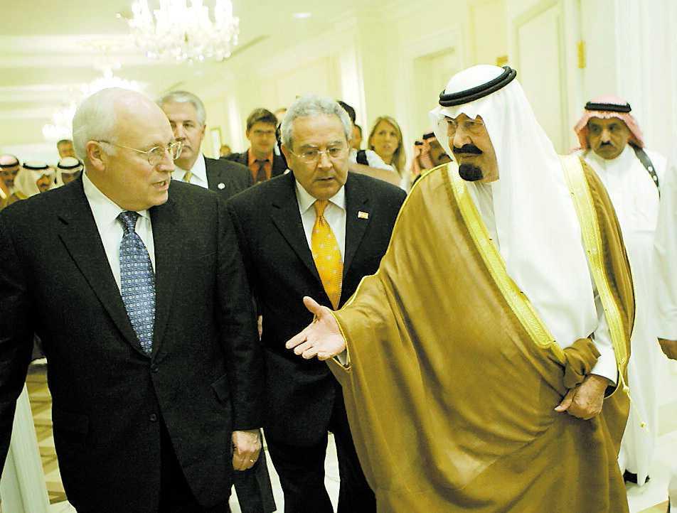 Vänner USA:s vicepresident Dick Cheney – arkitekten bakom kriget i Irak – med Saudiarabiens kung Abdullah. Trots att saudierna finansierar islamistisk terror ser USA landet som sin närmast allierade i Mellanöstern.