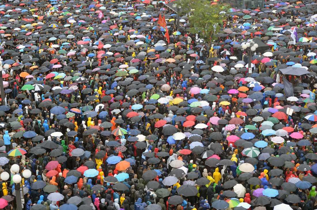 Mycket folk kom till manifestationen på Medborgarplatsen i Stockholm.