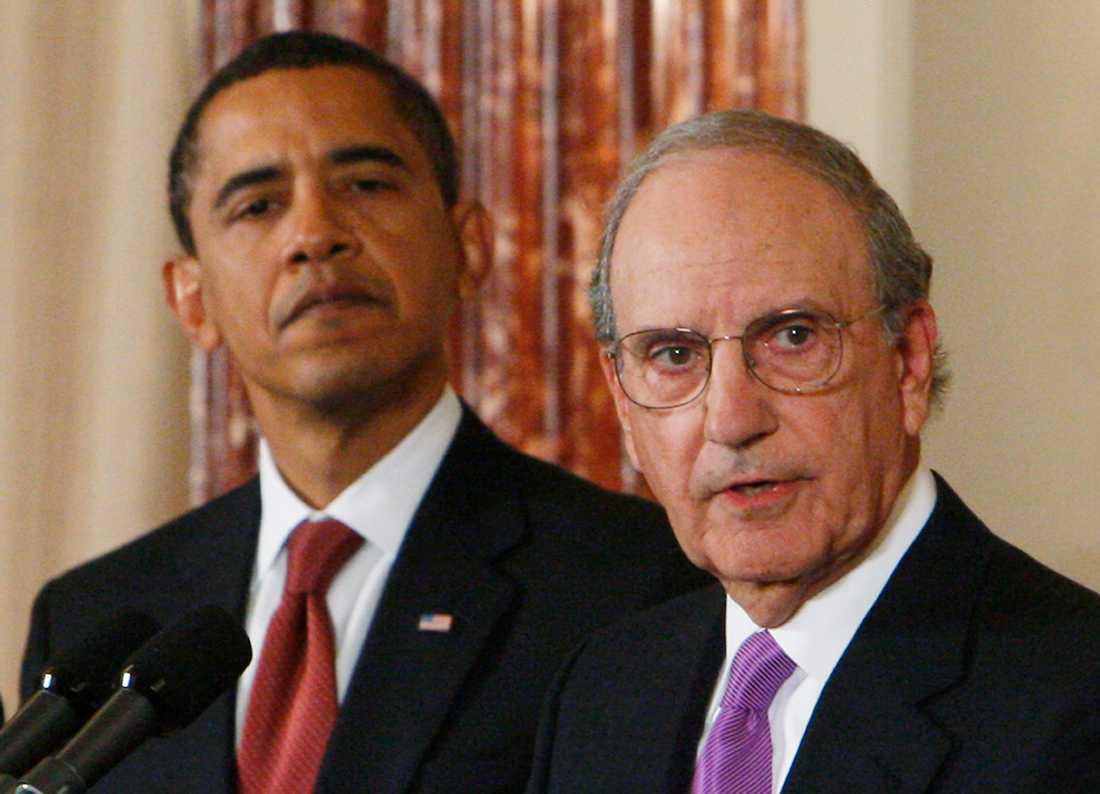 Barack Obama med förhandlaren George Mitchell.