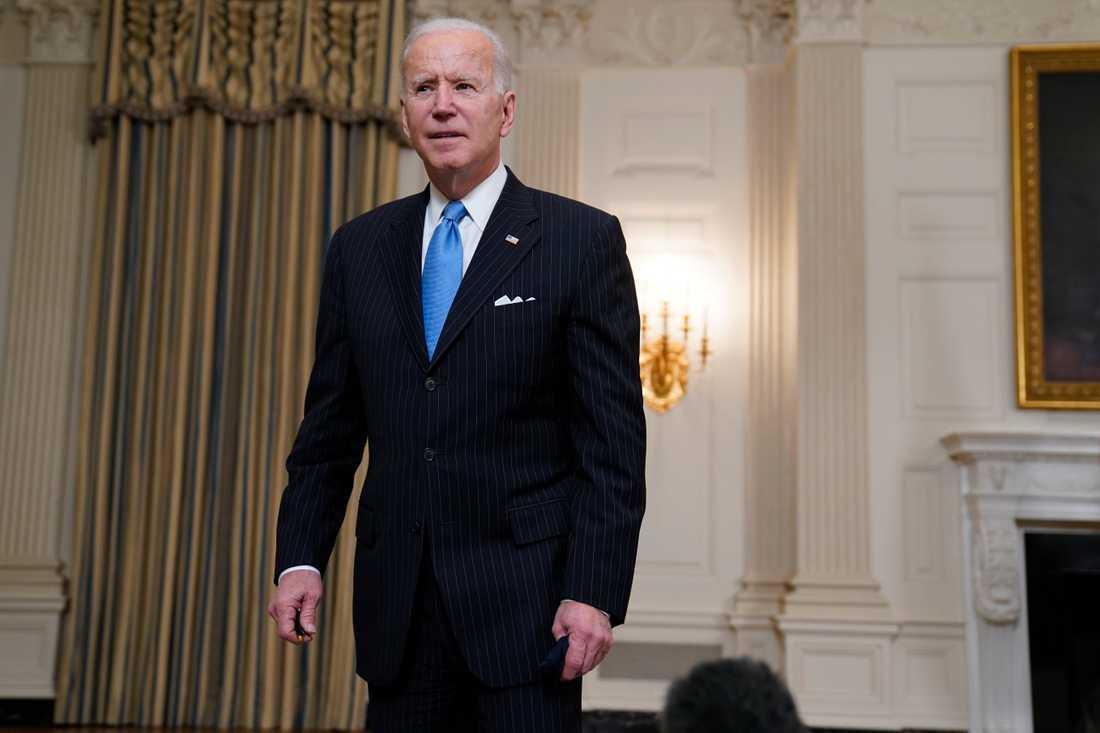 President Joe Biden bedömer att USA kommer att ha tillräckligt med covidvaccin i slutet av maj för att vaccinera hela den vuxna befolkningen.