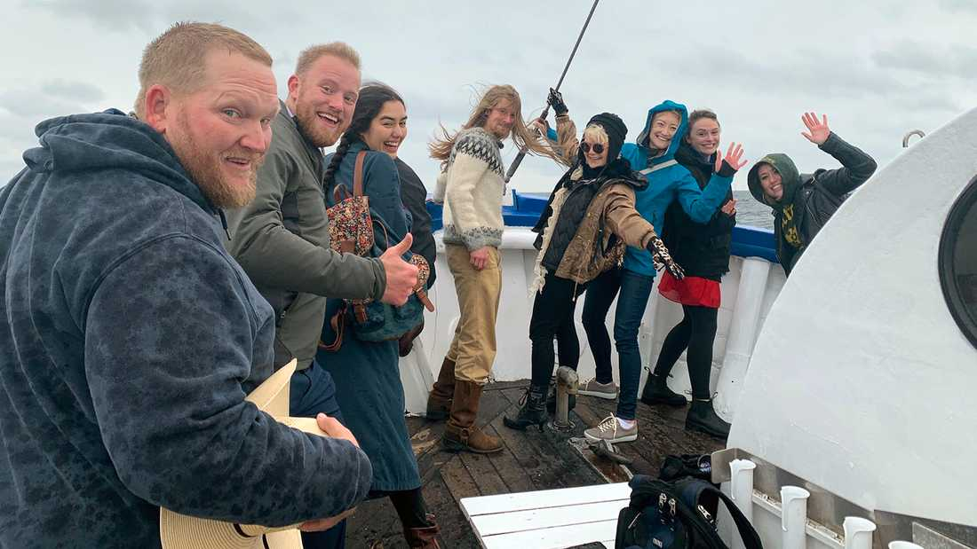 """De nya """"Allt för Sverige""""-deltagarna fick en guppig sjöresa över Öresund från Danmark."""