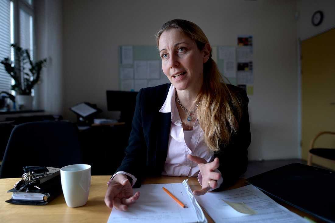 """Anna-Lena Bergman är rektor på Falkbergsskolan. """"Barnen har ju kunskaper med sig, det är svenskan man inte kan"""", säger hon."""