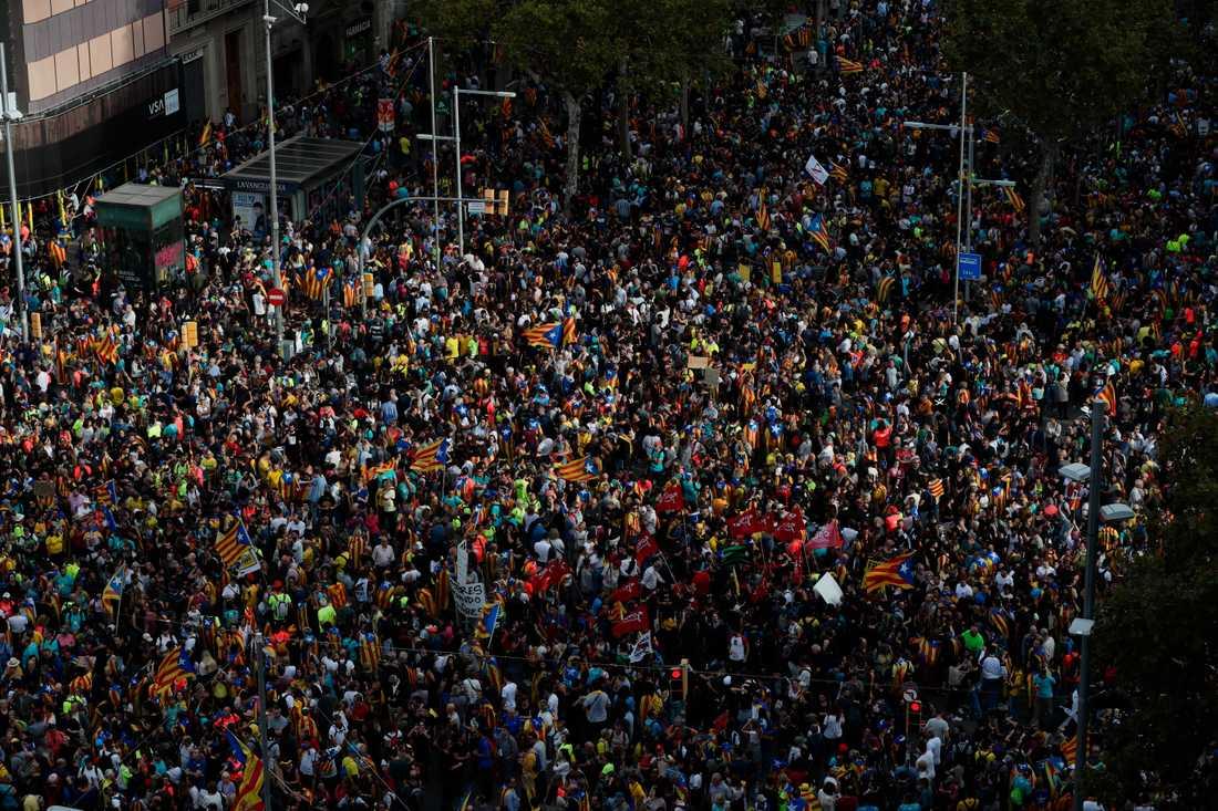 Mängder av demonstranter fyllde Barcelonas gator.