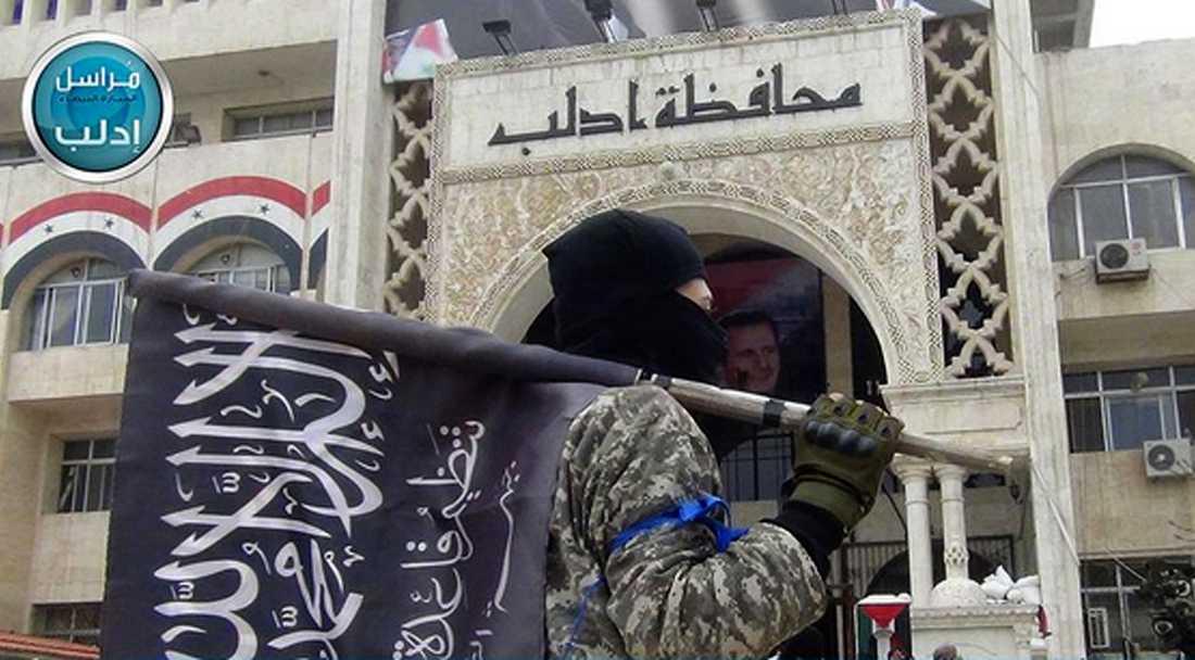 Militant från Nusra-fronten i Idlib i Syrien efter att staden övertogs av flera olika rebellgrupper på en propagandafilm.