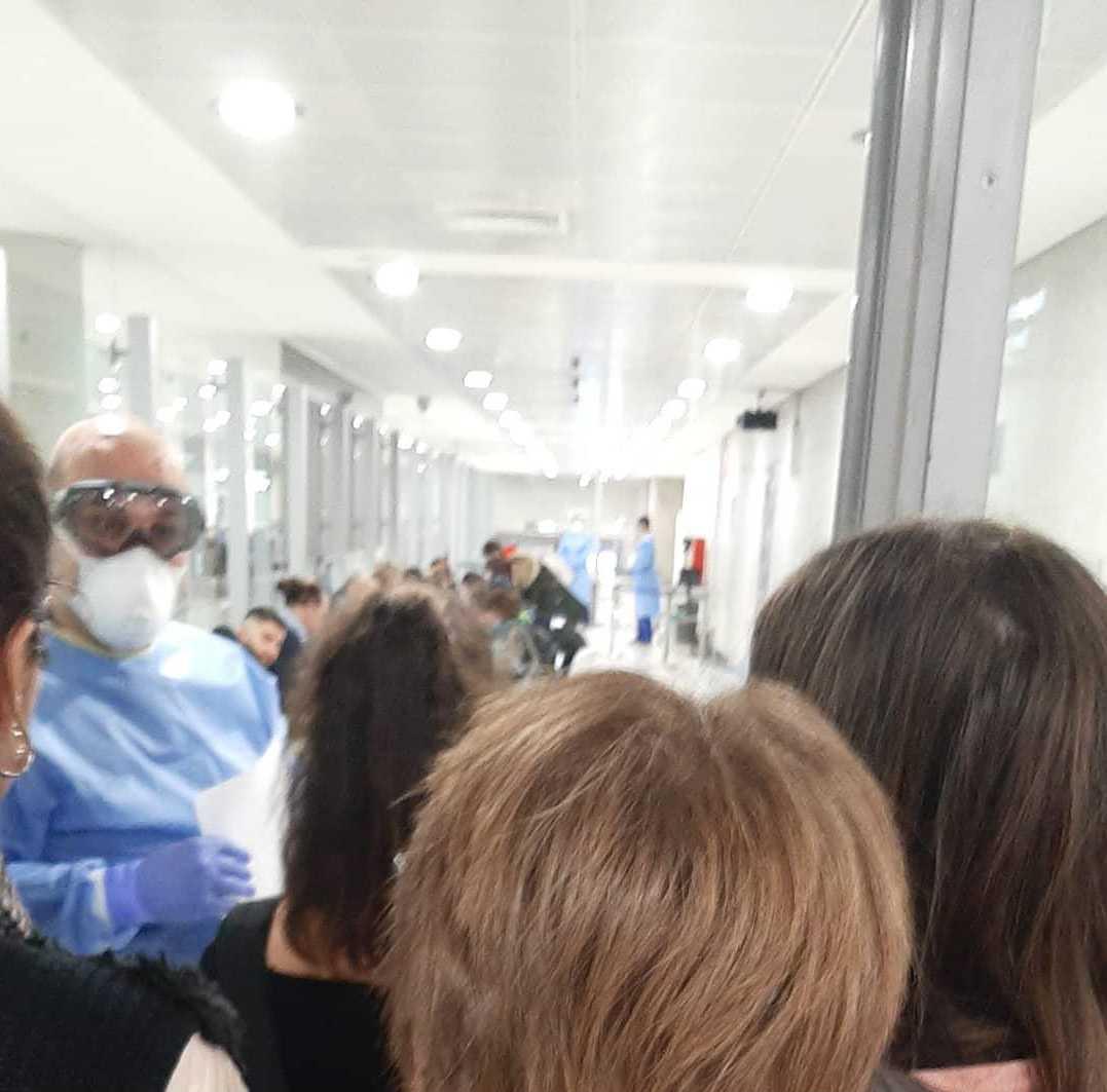 Resenärernas temperatur kontrollerades på flygplatsen.