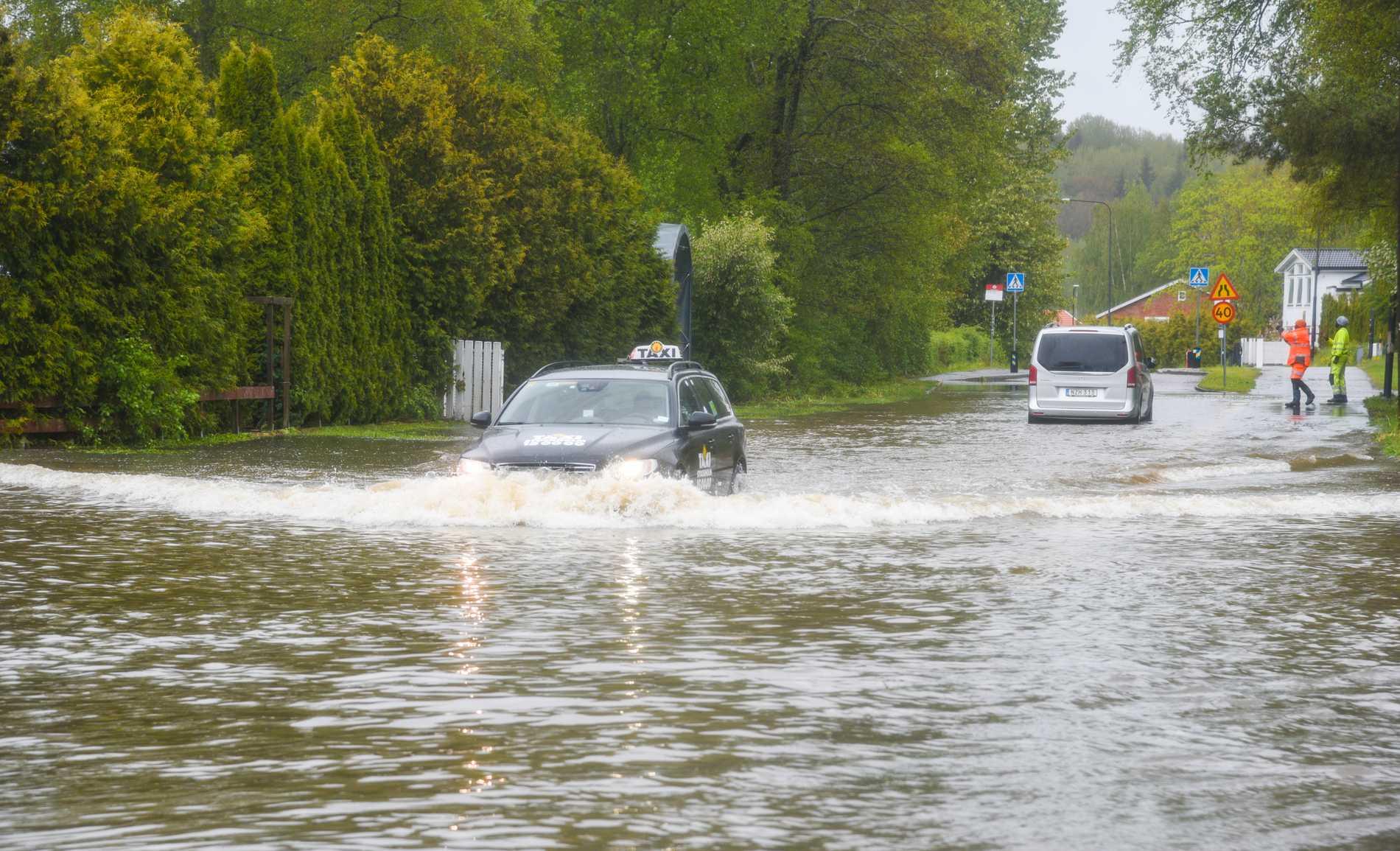 Översvämning i Stockholmsområdet i maj i år. En kvinna i Södertälje omkom när hennes bil fastnade i en vattenfylld viadukt.
