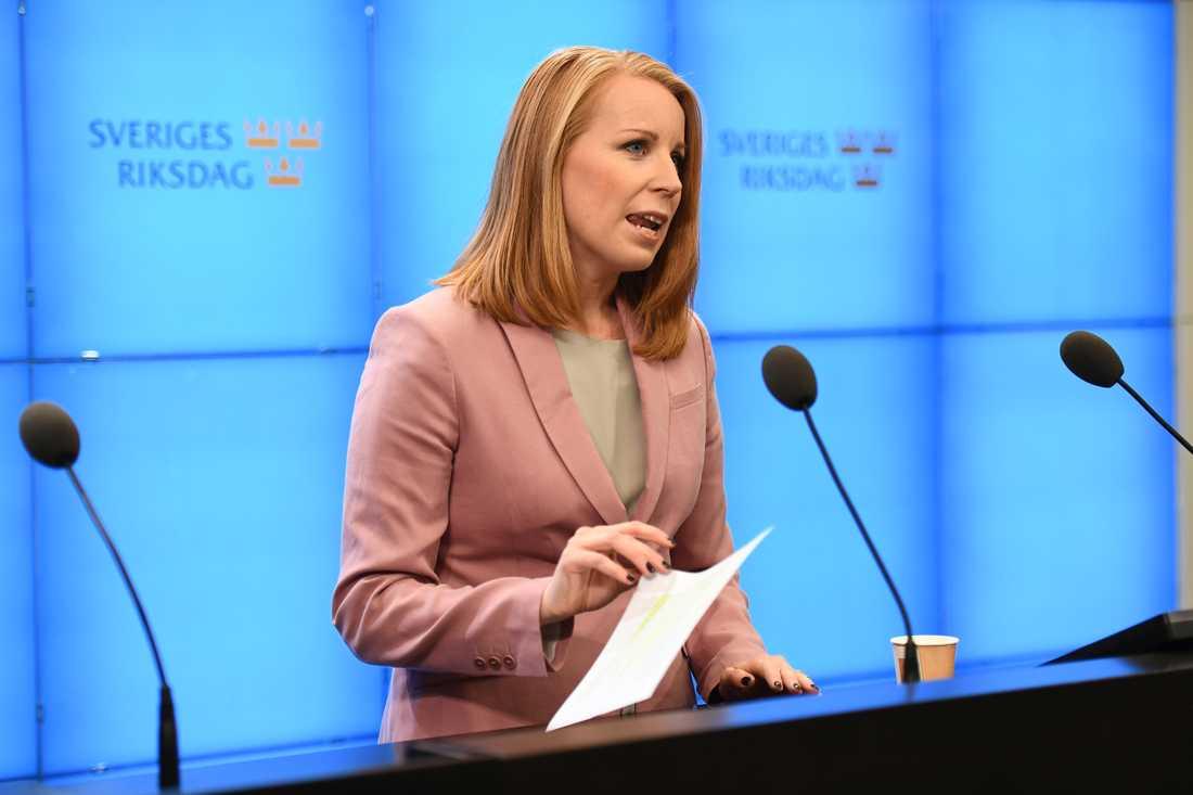 Annie Lööf (C) får talmannens uppdrag att sondera förutsättningarna för en ny regering.
