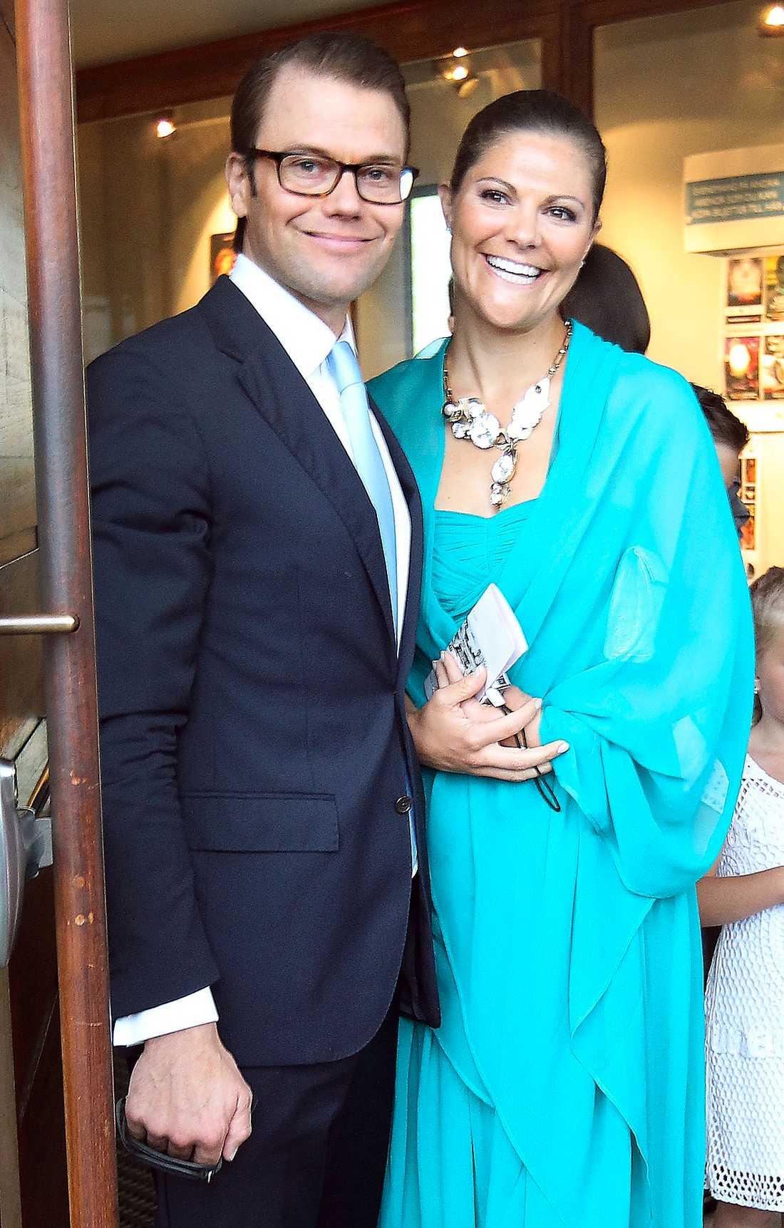 Samma dag var prins Daniel och kronprinsessan Victoria på bröllop i Gävle.