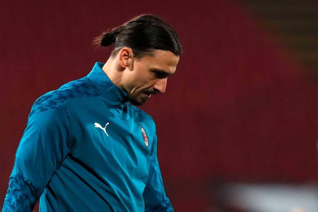 Zlatan satt på bänken under Milans match mot Röda Stjärnan i Europa League.