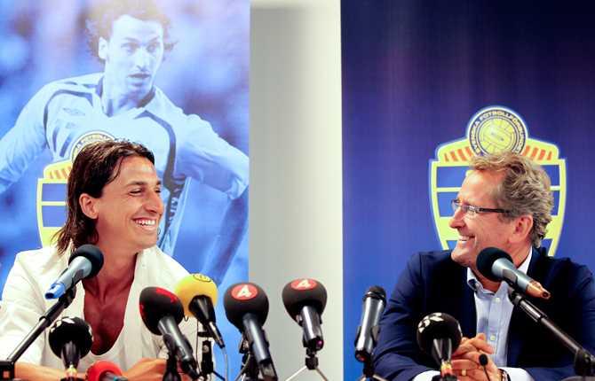 Efter att Sverige missat att gå till VM och Lars Lagerbäck lämnat förbundskaptensposten slutade Zlatan tillfälligt att spela i blågult. Men 15 juli kunde Sportbladet avslöja att stjärnan gör comeback - något som han själv och Erik Hamrén bekräftade på en presskonferens 16 juli.