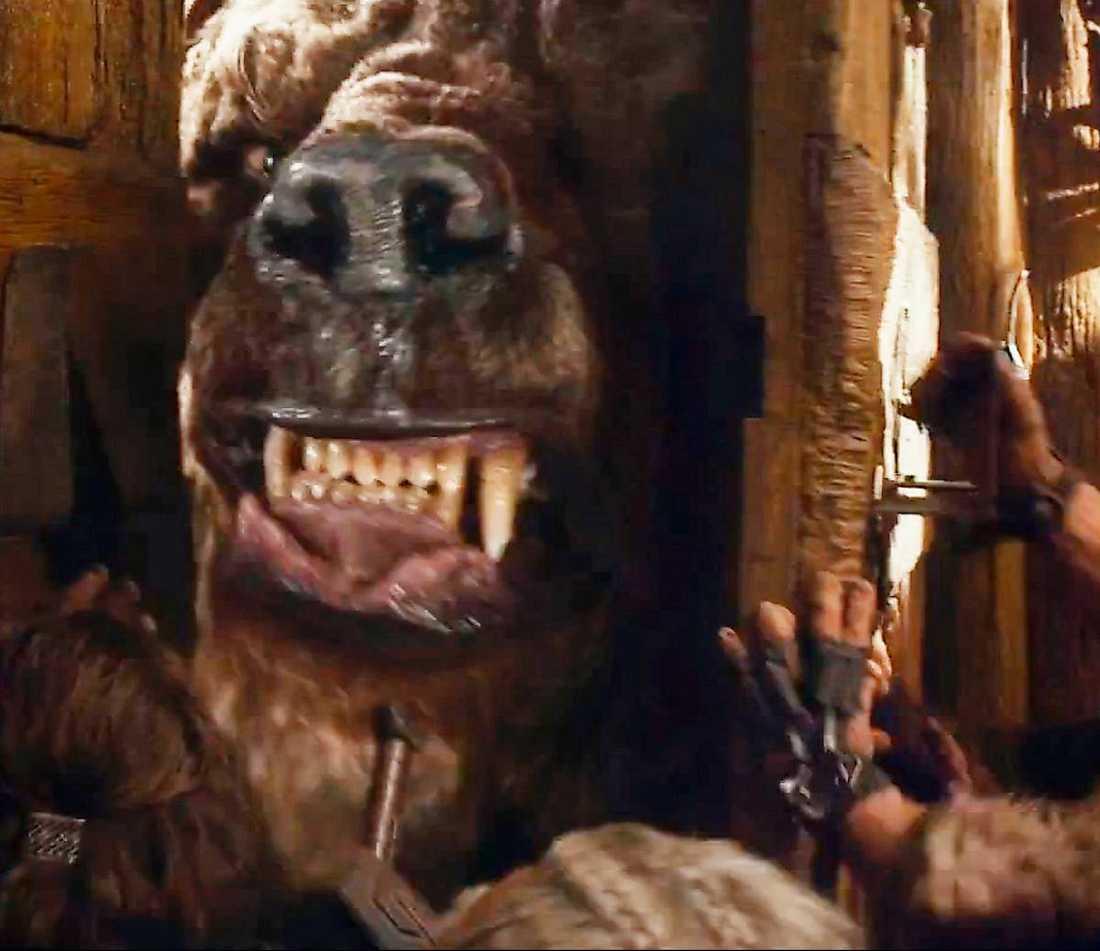 """En väldig björnfigur dyker upp i trailern för """"Hobbit 2"""" och får fansen att spekulera i att det är Beorn, rollfiguren som Mikael Persbrandt spelar."""