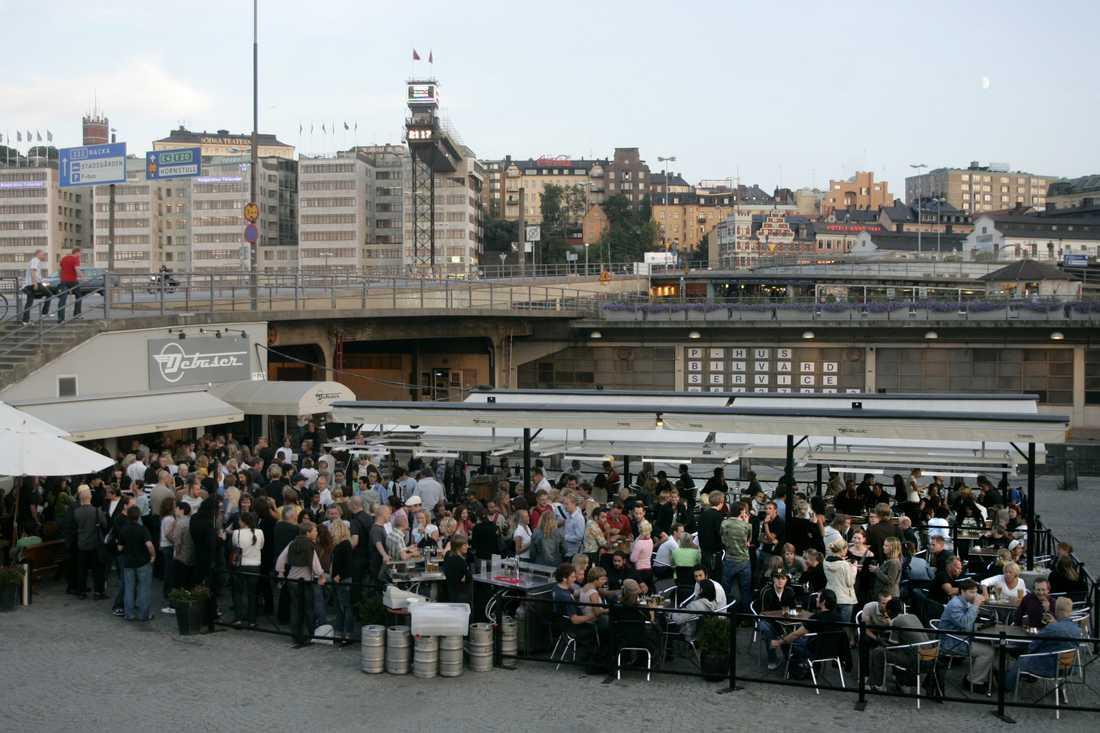 Debaser Slussen i Stockholm tvingades stänga. Nu hotas även Debaser Strand av nedläggning.