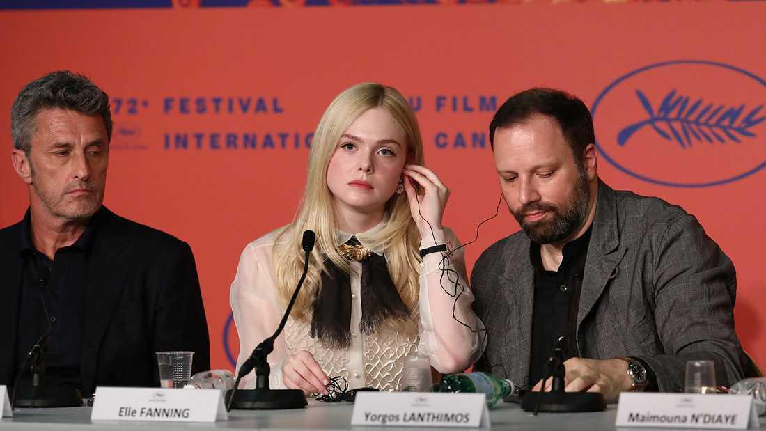 Elle Fanning med jurykollegorna Pawel Pawlikowsk (till vänster) och Yorgos Lanthimos under presskonferensen i Cannes.