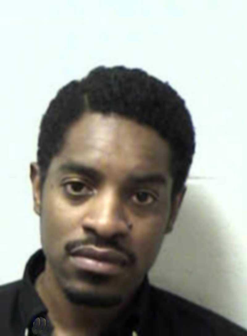 André 3000 (André Benjamin) greps för fortkörning i mars 2009. Han körde 175 km/h på en 100-väg, togs in till polisstationen och fick betala 10 000 kr i borgen.