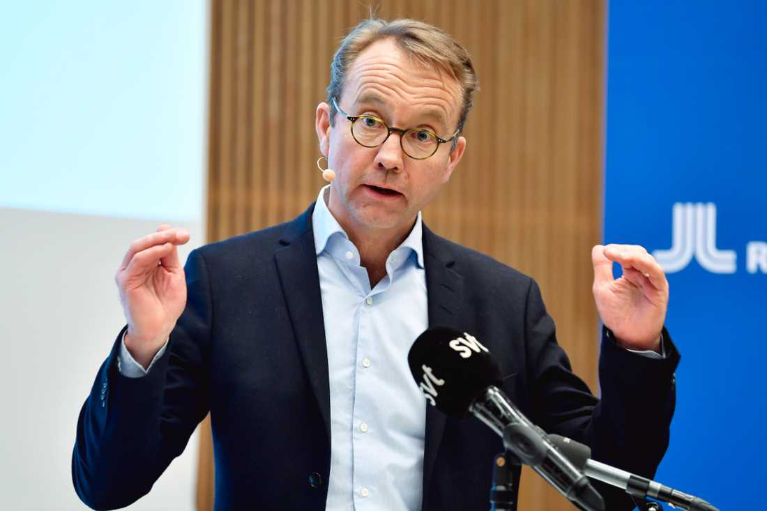 Björn Eriksson, hälso- och sjukvårdsdirektör i Region Stockholm, under en pressträff på fredagen.