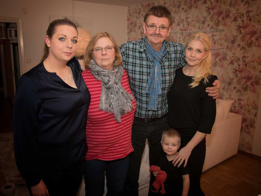 Emelie, Lena, Arne och Sanna Falkbäck tänker fortfarande på Linda varje dag.