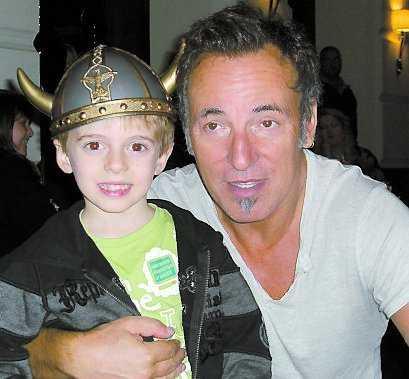 """""""Din hjälm har verkligen inspirerat mig"""", skojade Bruce med Leonardo Meconi, 5."""