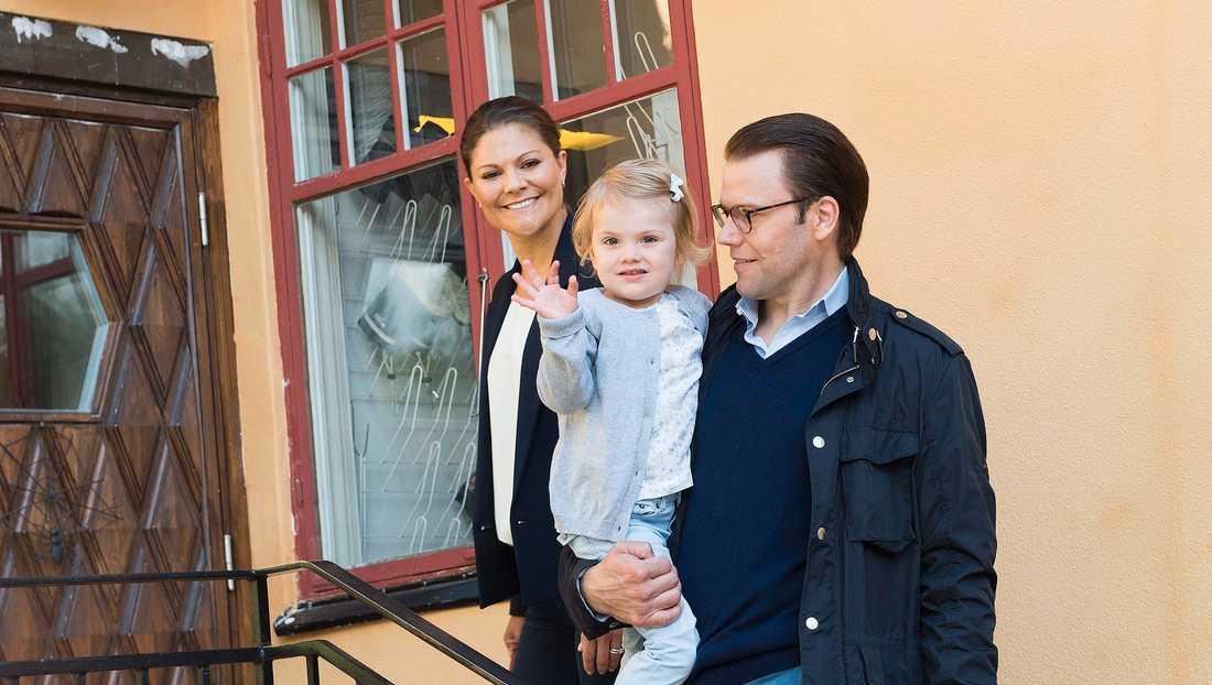 Prinsessan Estelle börjar på förskolan Äventyret i Djursholm i augusti 2014