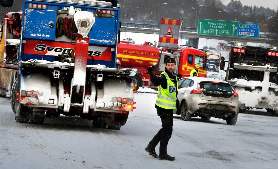 Trafikolyckor på E4:an vid Häggvik i riktning mot Arlanda.