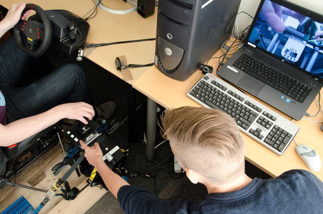 En av de prototyper som har används för att undersöka användbarheten hos olika växelsystem i projektet Life on board, ett samarbete mellan Luleå tekniska universitet, Volvo Personvagnar och Kongsberg Automative. På bilden visas ett växelsystem med ett rotationsvred istället för joystick.