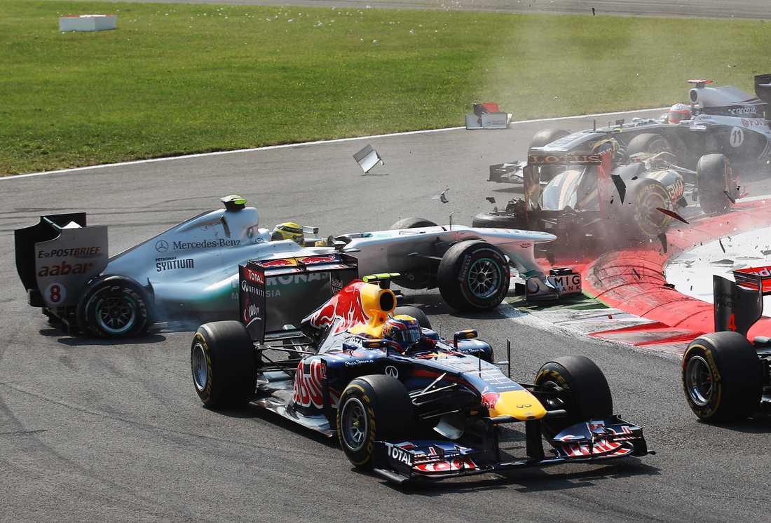 Petrov och Rosberg kolliderar.