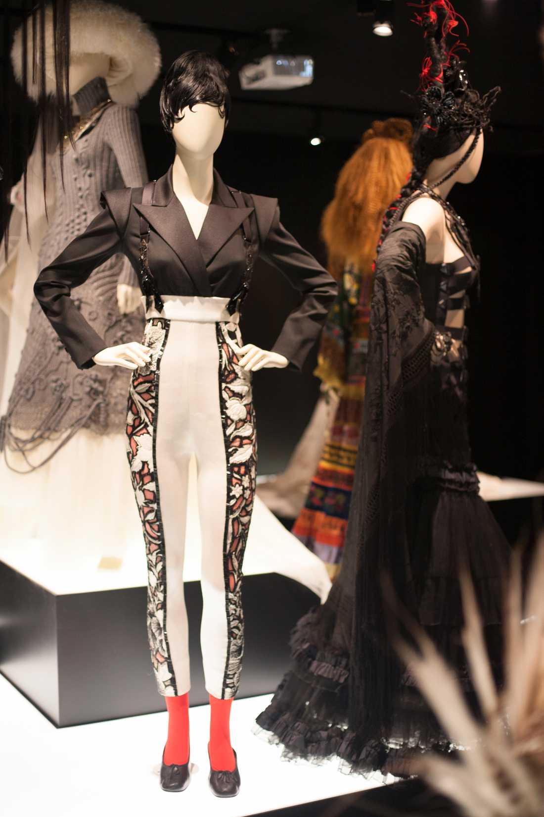 """Kreationerna som ställs ut Inviger sin egen utställning """"The Fashion world of Jean Paul Gaultier – From the sidewalk to the catwalk"""". Foto: Agneta Elmegård"""