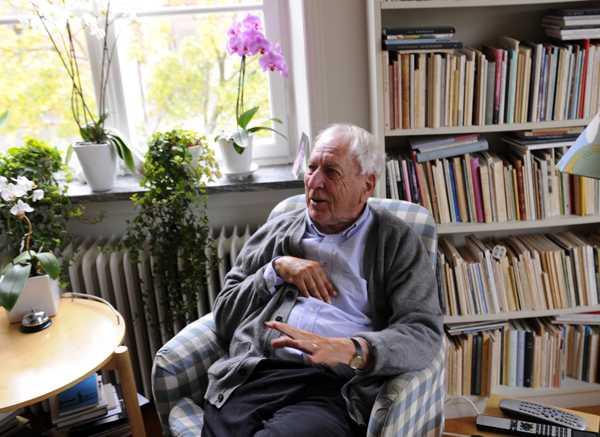 Tomas Tranströmer är den åttonde svensk som får litteraturpriset och den förste sedan Eyvind Johnson och Harry Martinson 1974. Senast en svensk fick Nobelpris var när Arvid Carlsson fick medicinpriset 2000.