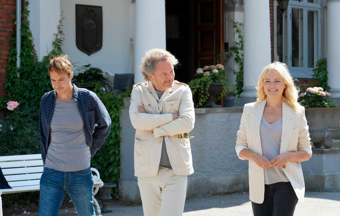 Jonas Karlsson, Tomas Ledin och Malin Åkerman på inspelningsplatsen.