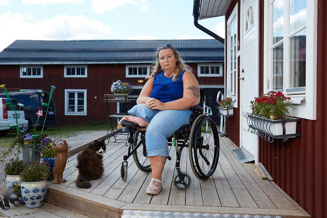 Annica Hedörn, 53, menar att deckarförfattaren Emelie Schepp stulit hennes liv.