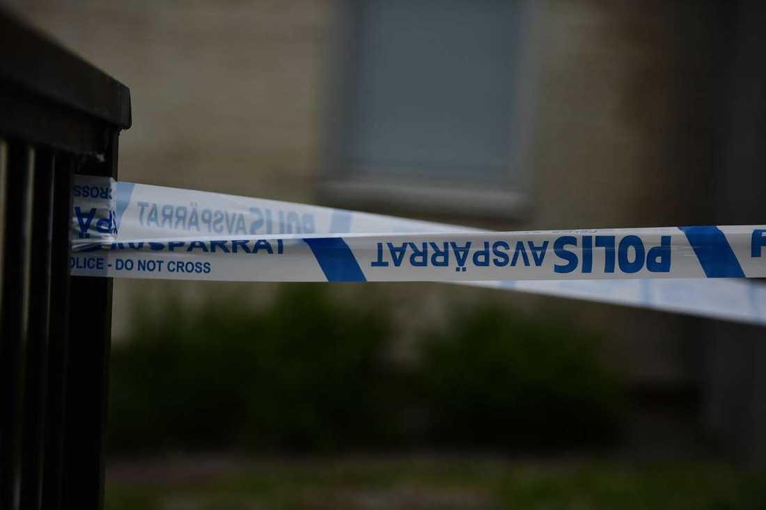 Ett grovt våldsbrott har skett i en lägenhet i Rågsved i södra Stockholm.