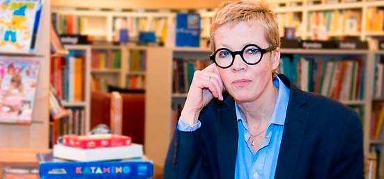 Stadsbibliotekarie Katti Hoflins försvar för att montera ned Internationella biblioteket håller inte, anser Göran Sommardal.