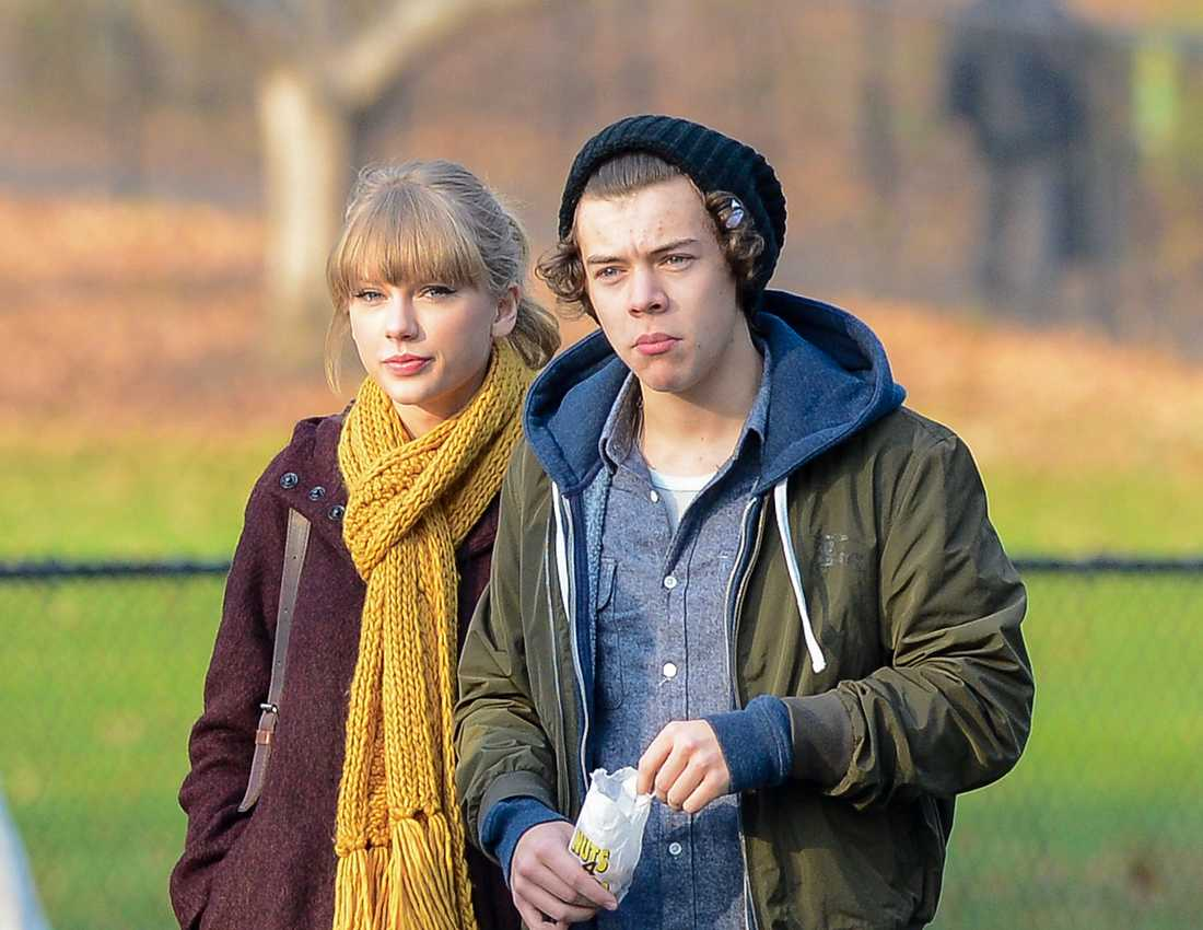 Harry Styles och Taylor Swift Harry chockar omgivningen med en trumpen min.