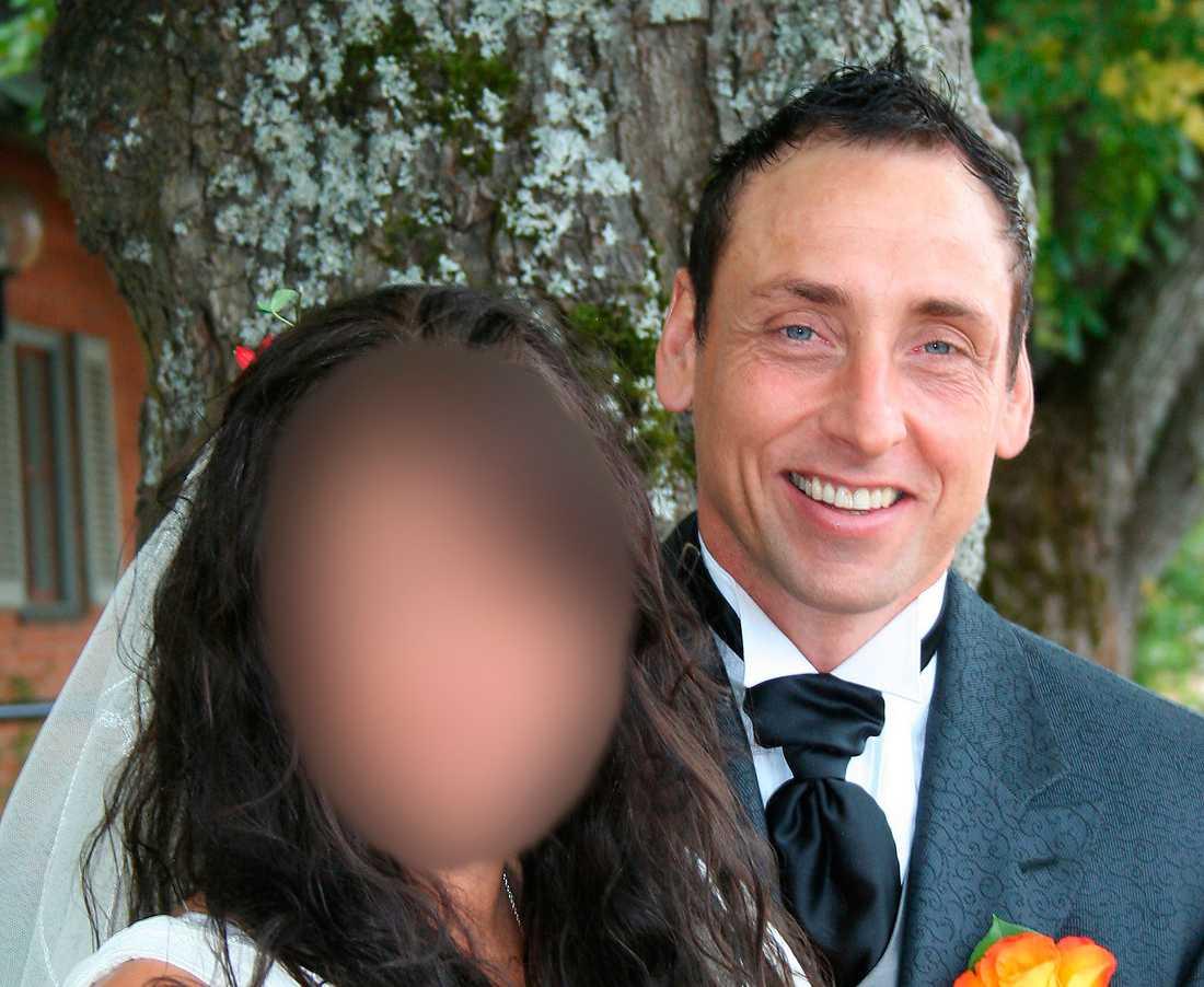 – Han har tagit mina barns sparpengar och han tog till och med våra bröllopspengar som vi fick nr vi gifte oss, berättade den 35-åriga kvinnan för Aftonbladet 2010.