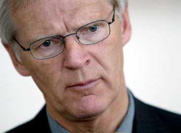 """Finansminister Bosse Ringholm anklagas för att använda """"sofistikerad härskarteknik""""."""
