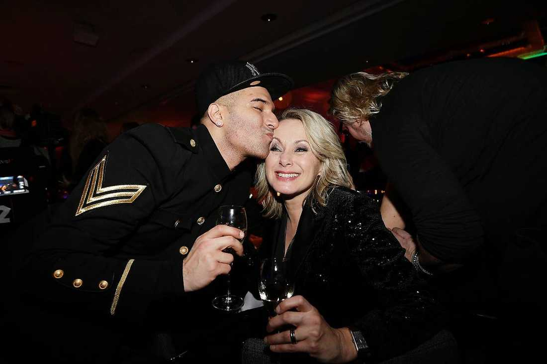 Gav en puss till Louise Hoffsten.