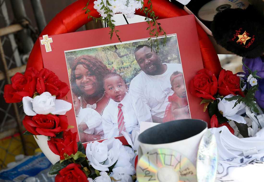 Dagen innan polisskjutningen i Minnesota blev 37-årige Alton Sterling ihjälskjuten av polis i Louisiana när han låg på marken.